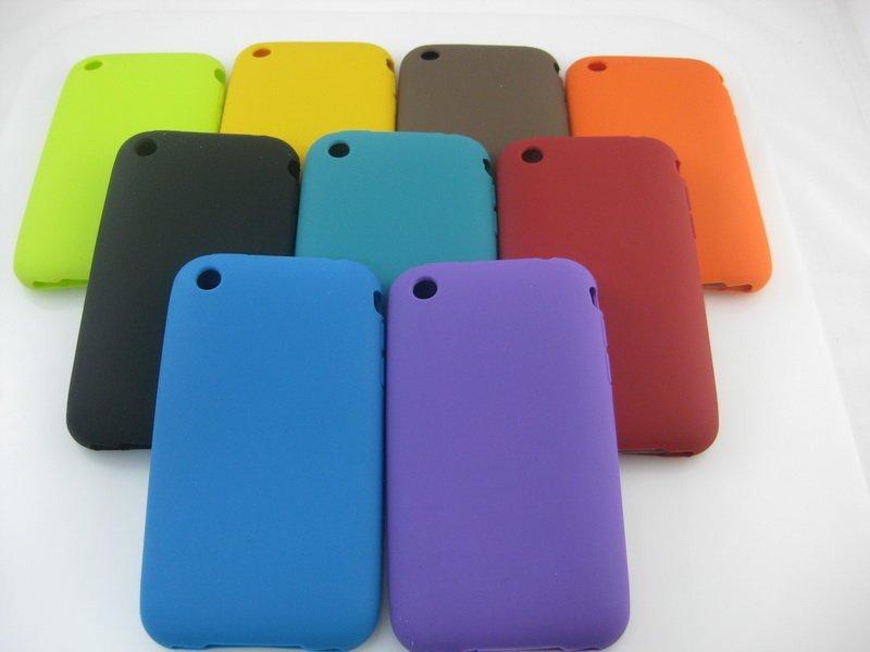 Accesorii obligatorii pentru telefonul mobil: husa, card, baterie de rezerva Image