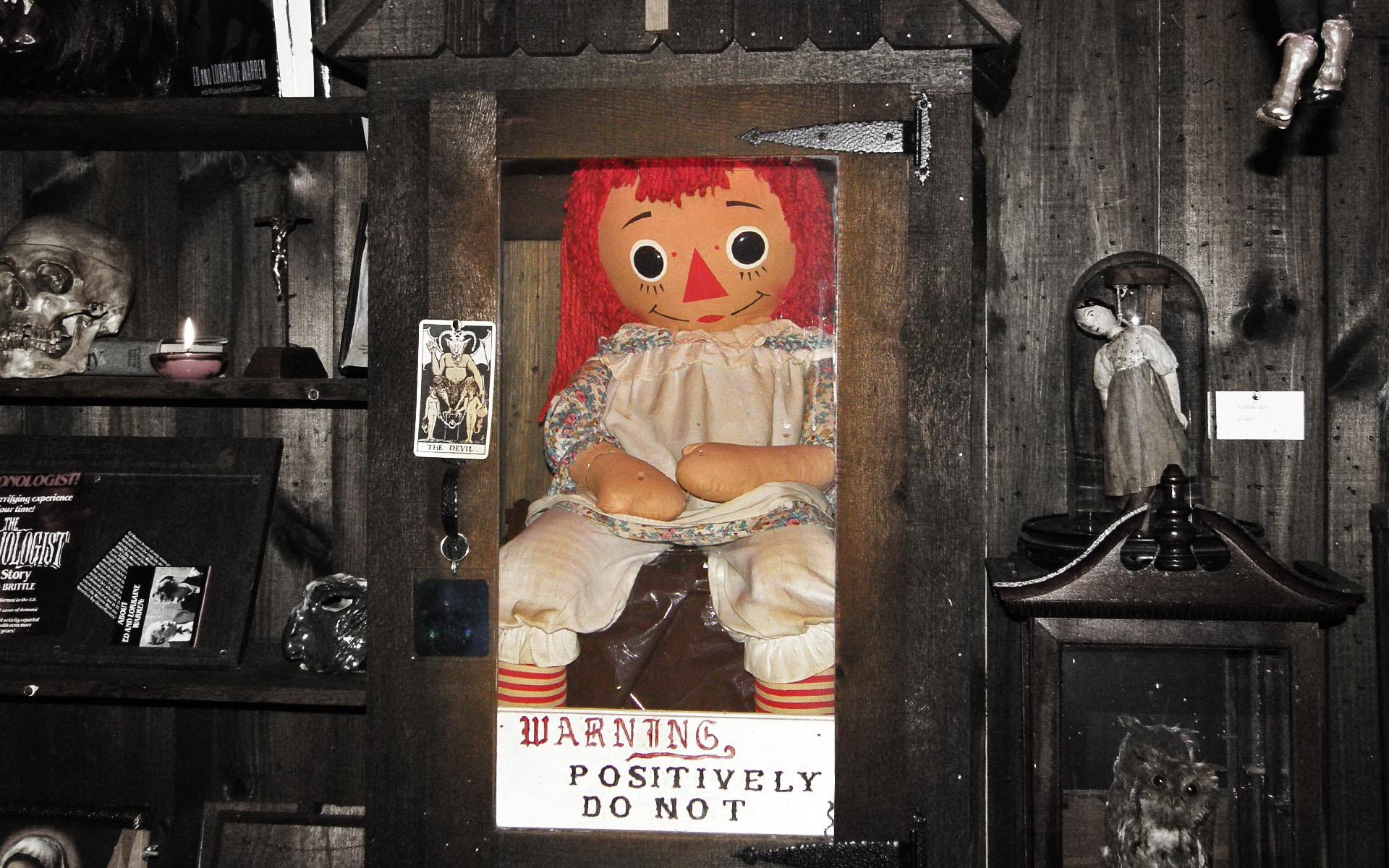 Povesti cu fantome: papusa Annabelle Image