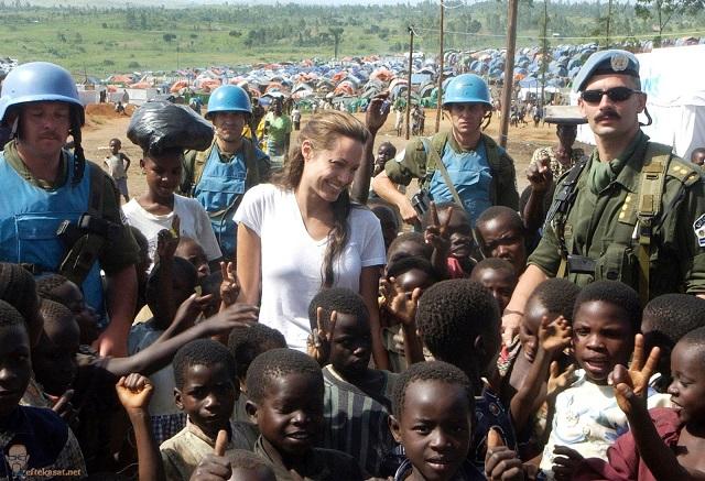 Celebritati cu actiuni caritabile Image
